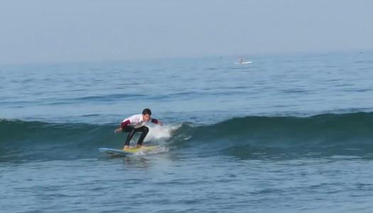 Lucas Retamales clasifica a la segunda ronda del Mundial de Surf Adaptados