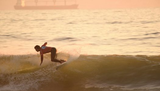 Surfistas animaron la fiesta del Volcom Sunset Session